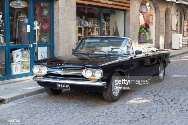 chevrolet corvair monza convertible - gwengoat stock pictures, royalty-free photos & images