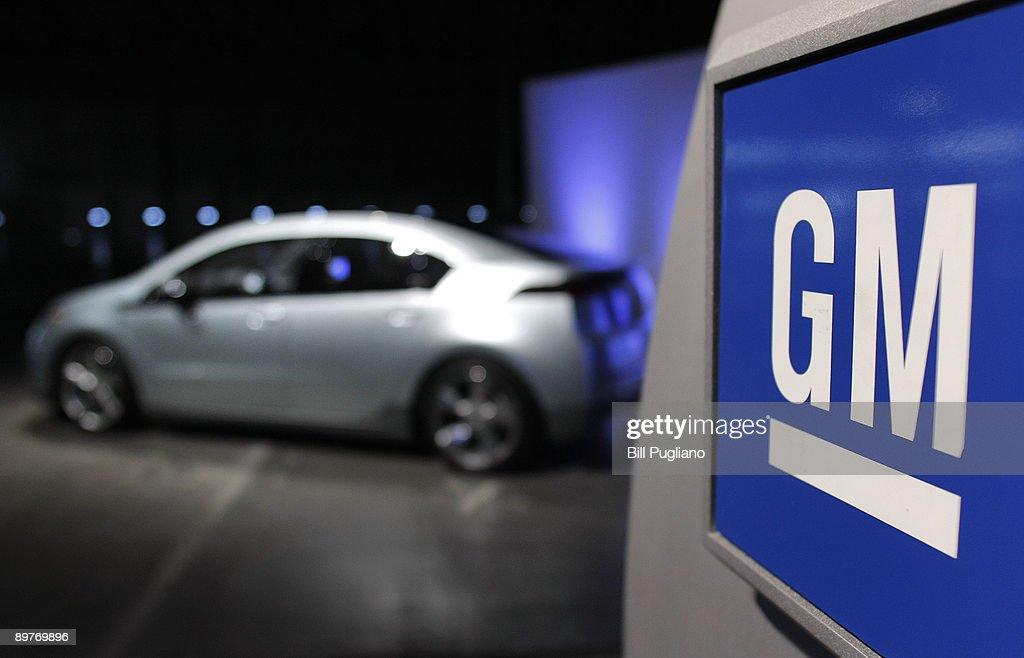 GM CEO Henderson Details Plans For Michigan Plant To Build Volt Battery : ニュース写真
