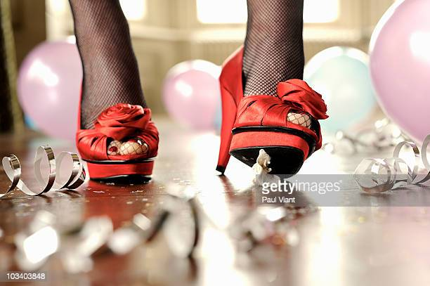chewing gum stuck to ladies shoe