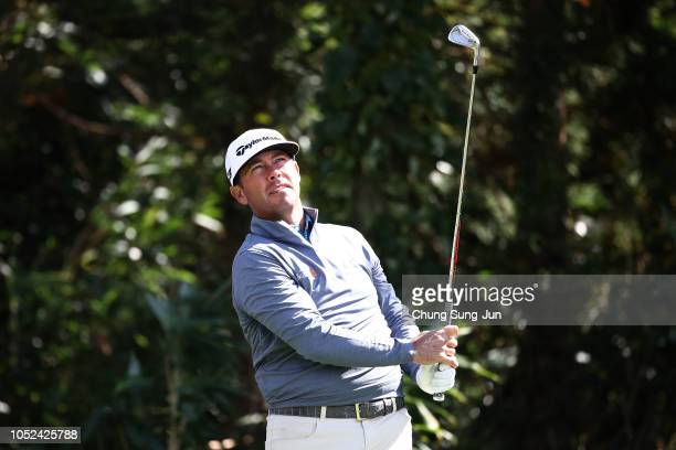 Chez Reavie of United States plays a tee shot on the 7th hole during the first round of the CJ Cup at the Nine Bridges on October 18 2018 in Jeju...