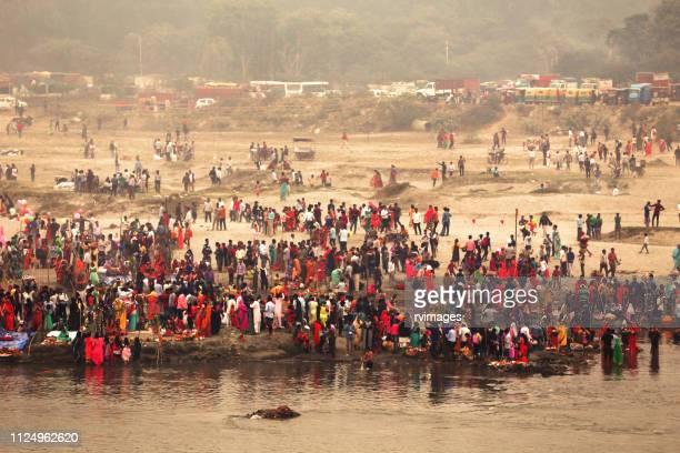 chhath festival celebrating during foggy day - chhath festival stock pictures, royalty-free photos & images
