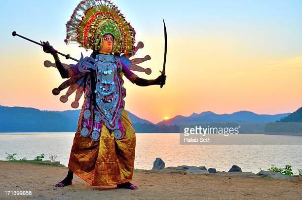 chhau dancers of bengal - westbengalen stock-fotos und bilder
