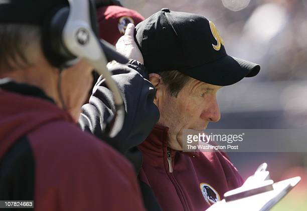 Chiacgo IL Redskins at the Chicago Bears on Sunday October 17 2004 Redskins assistant head coach Joe Bugel during the game at Soldier Field in...