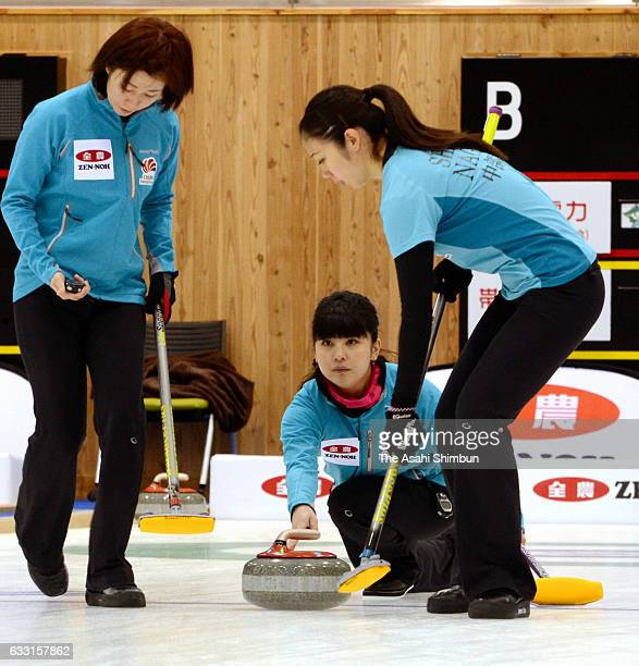 Chiaki Muramatsu of Chubu Electric Power Co delivers the stone during the Women's Round Robin match between Chubu Electric Power Co and Obihiro...