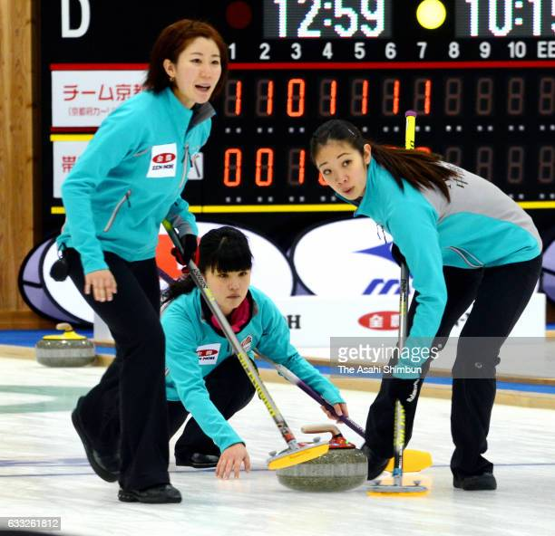 Chiaki Muramatsu of Chubu Electric Power Co delivers the stone during the Women's Round Robin match between Chubu Electric Power Co and Fuji Kyuko...