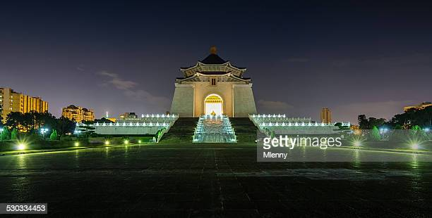 chiang kai-shek memorial hall in taipei at night, taiwan - mlenny stock pictures, royalty-free photos & images