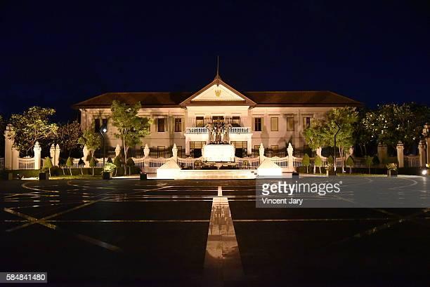 chiang mai old city hall - reyes magos de oriente fotografías e imágenes de stock