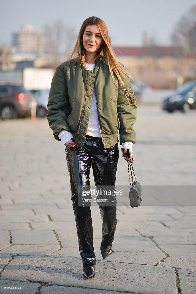 Street Style: February 26 - Milan Fashion Week Fall/Winter 2016/17 : News Photo