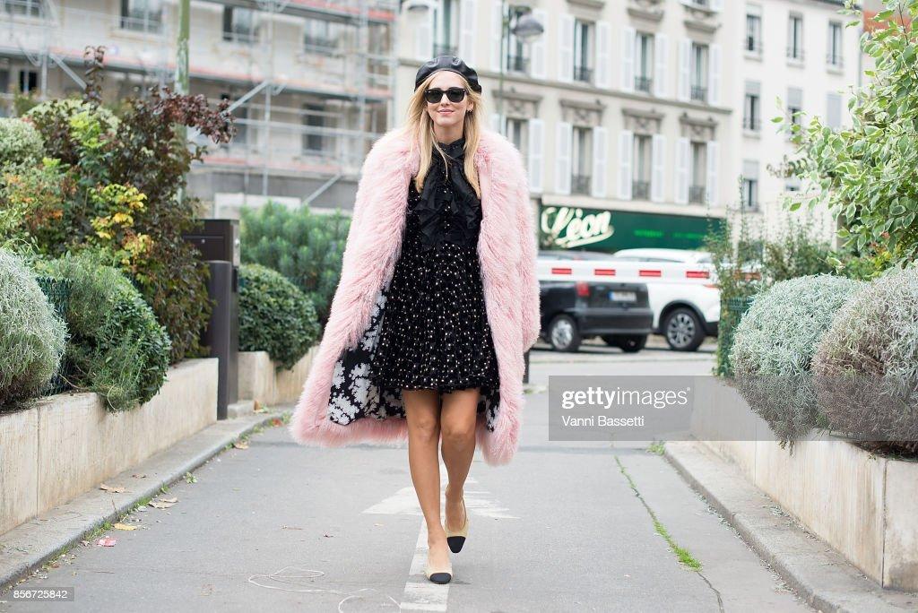 Chiara Ferragni arrives at the Giambattista Valli show during Paris Fashion Week Womenswear SS18 on October 2, 2017 in Paris, France.