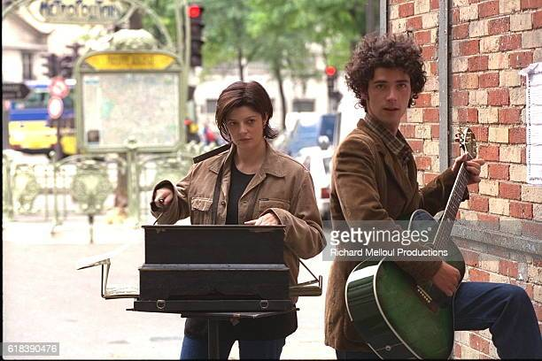 Chiara Mastroianni and Melvil Poupaud on the set of Raul Ruiz's Movie Three Lives and Only One Death also known as Trois vies une seule mort
