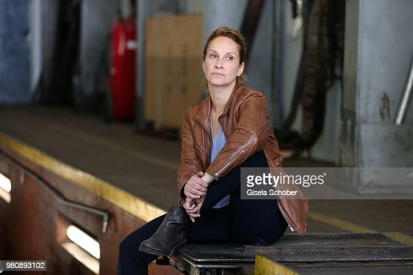 Chiara Schoras alias Sonja Schwarz during the on set photo