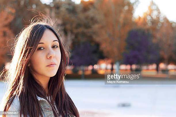 chica otoño - alcazar de san juan - fotografias e filmes do acervo