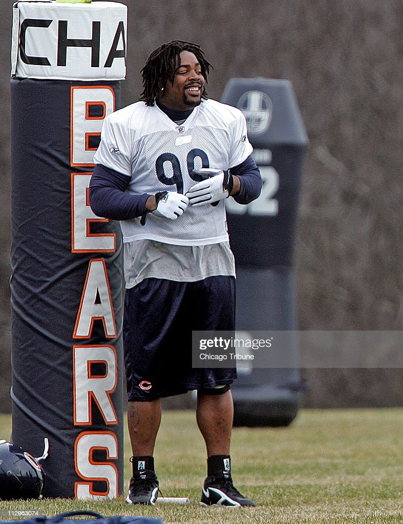 Chicago Bears defensive tackle Tank Johnson returns to team : News Photo