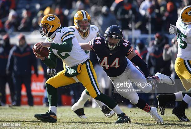 Chicago Bears inside linebacker Nick Kwiatkoski chases Green Bay Packers quarterback Aaron Rodgers but can't make the sack in the first quarter on...