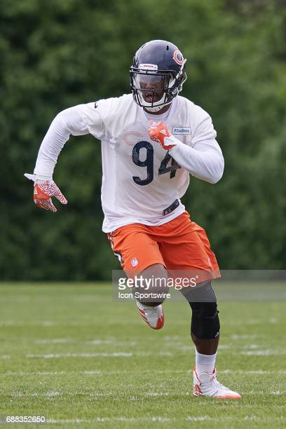 Chicago Bears linebacker Leonard Floyd participates in drills during the  Bears team OTA workouts on May da6950873