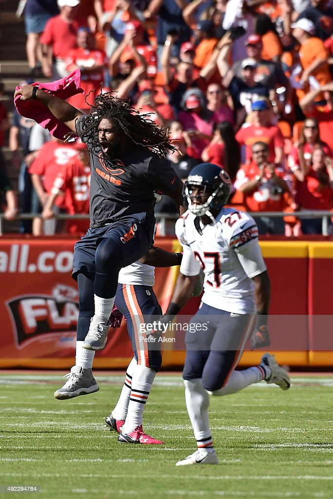 Chicago Bears players celebrate the win at Arrowhead Stadium during the game on October 11, 2015 in Kansas City, Missouri.