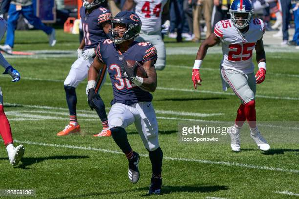 Chicago Bears running back David Montgomery runs with the football in action during a game between the Chicago Bears and the New York Giants on...