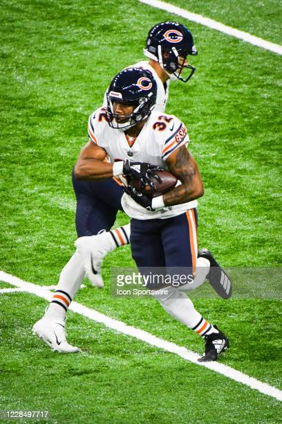 Chicago Bears running back David Montgomery takes a hand off from Chicago Bears quarterback Mitchell Trubisky during the Detroit Lions versus Chicago...