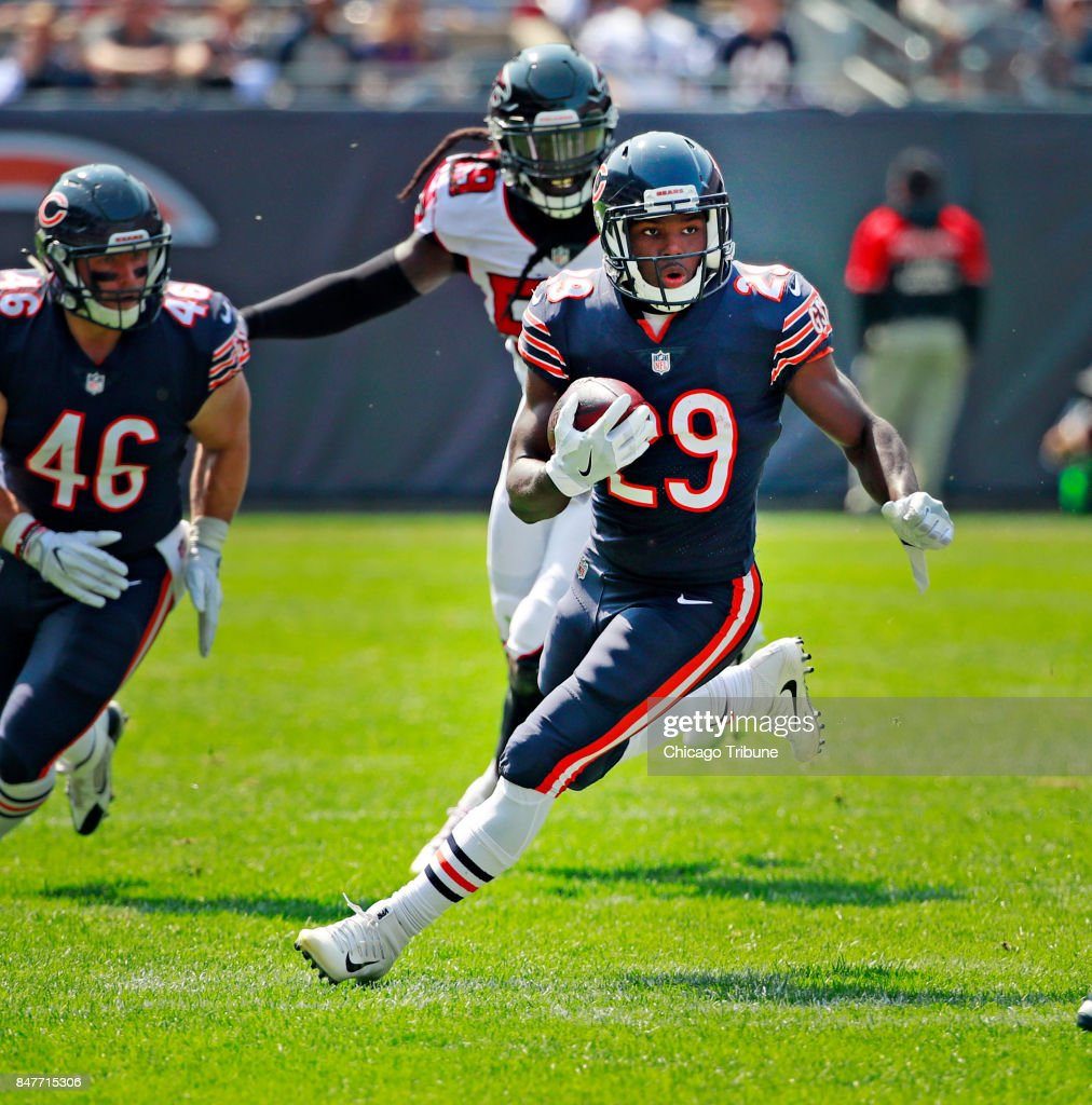 ... Chicago Bears running back Tarik Cohen (29) carries against the Atlanta  Falcons on September ... 9841c4559