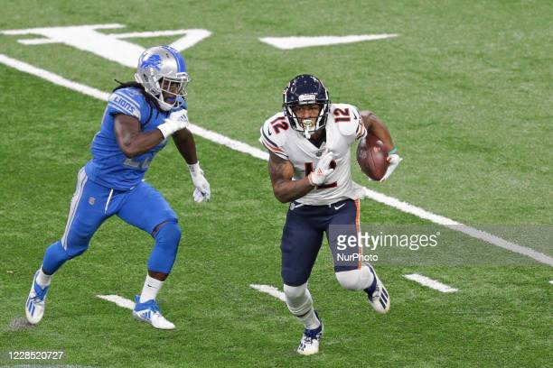 Chicago Bears wide receiver Allen Robinson runs the ball aginst Detroit Lions cornerback Desmond Trufant during the first half of an NFL football...
