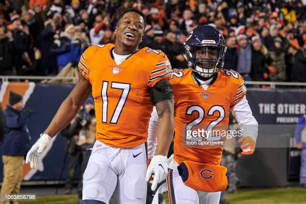 Chicago Bears wide receiver Anthony Miller and Chicago Bears defensive back Kevin Toliver celebrate with teammates after a pick six by Chicago Bears...