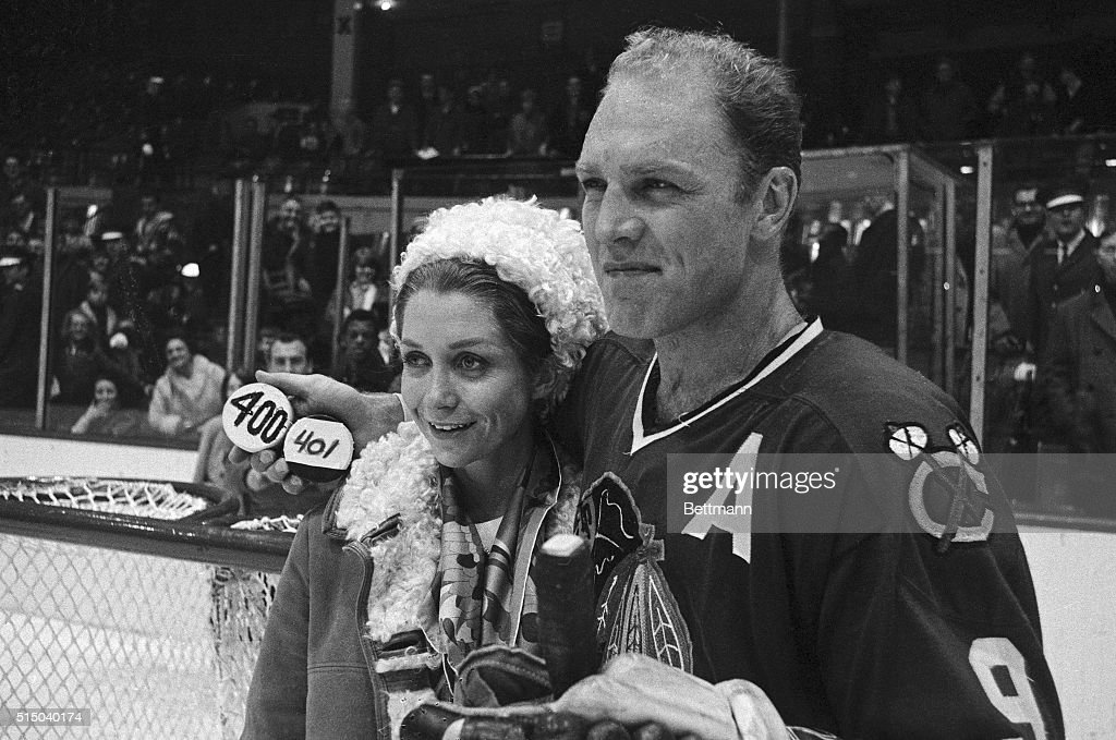 Bobby and Joanne Hull after 401st Goal : News Photo