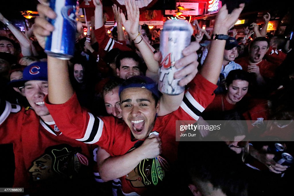 Chicago Hockey Fans Watch Stanley Cup Finals : News Photo