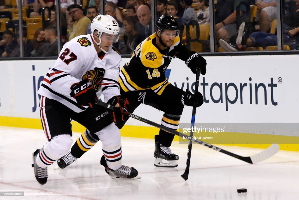 NHL: SEP 25 Preseason - Blackhawks at Bruins : ニュース写真