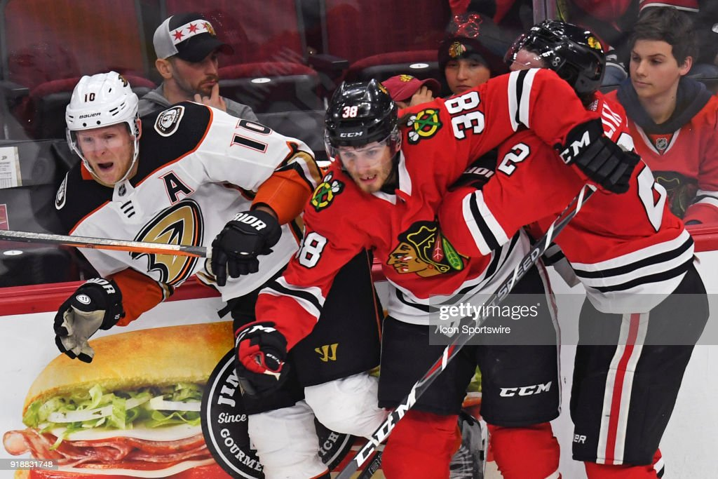 NHL: FEB 15 Ducks at Blackhawks : News Photo