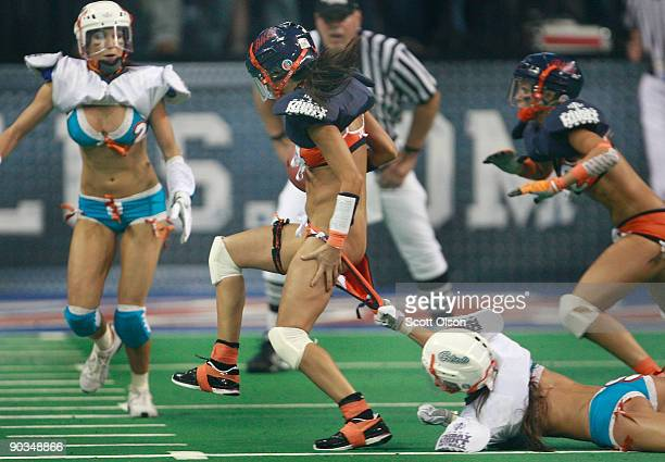Chicago Bliss  quarterback Ellie Cartabiano trys to get away from Miami  Caliente s Annette Mascaro during b9816d58e61