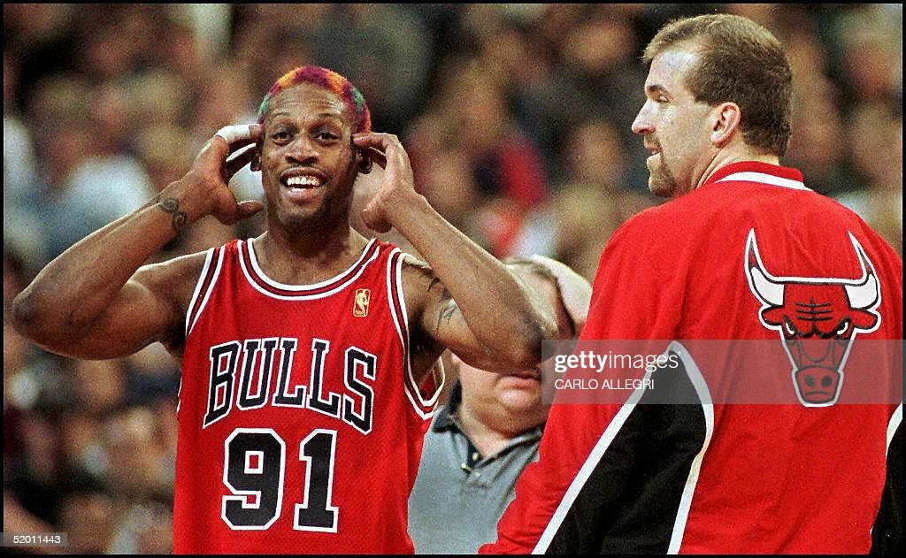 Chicago Bull Dennis Rodman(L) reacts to being thro : News Photo