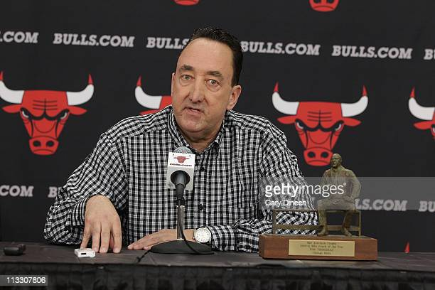 Chicago Bulls General Manager Gar Forman addresses the media before presenting the Red Auerbach Trophy to Bulls head coach Tom Thibodeau for being...