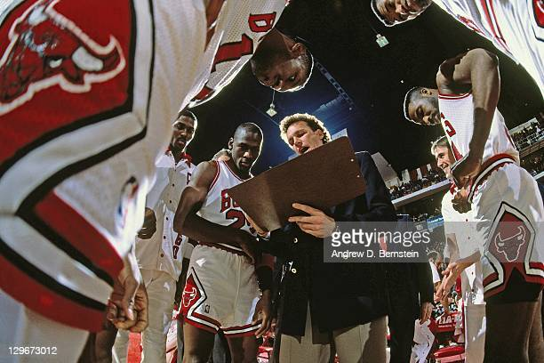 Chicago Bulls head coach Doug Collins diagrams a play in the huddle circa 1987 NOTE TO USER User expressly acknowledges and agrees that by...