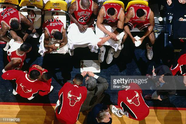 Chicago Bulls head coach Phil Jackson talks to the team in the huddle against the Portland Trailblazers during the 1992 nBA Finals at the Veterans...