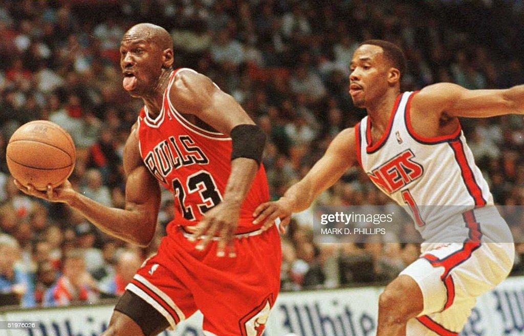 Chicago Bulls' Michael Jordan drives for a layup p : News Photo