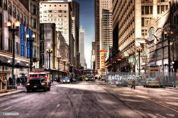 chicago city center at state street - chicago illinois stock pictures, royalty-free photos & images