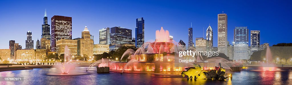 Chicago City Skyline and Buckingham Fountain in the USA : Stock Photo