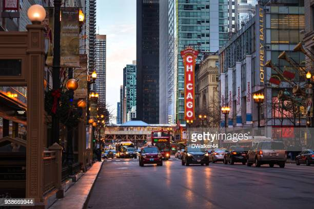 chicago city streets at christmas - chicago stock pictures, royalty-free photos & images