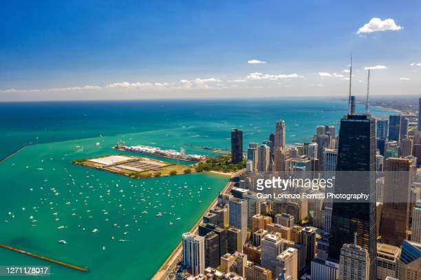 chicago cityscape and lake michigan in summer - north avenue beach stock pictures, royalty-free photos & images