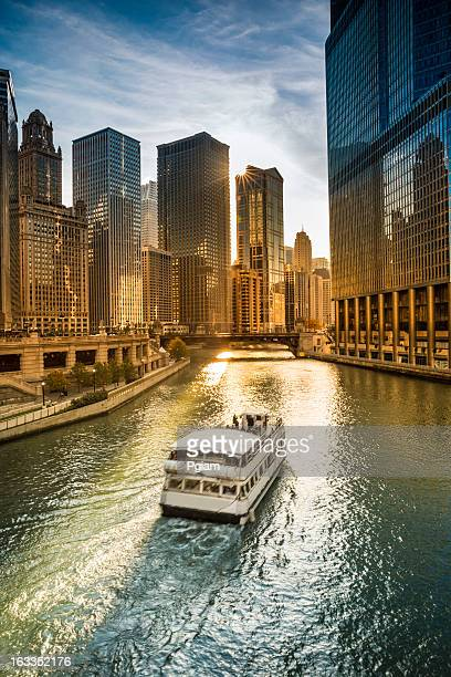 chicago cityscape and river - chicago river stock pictures, royalty-free photos & images