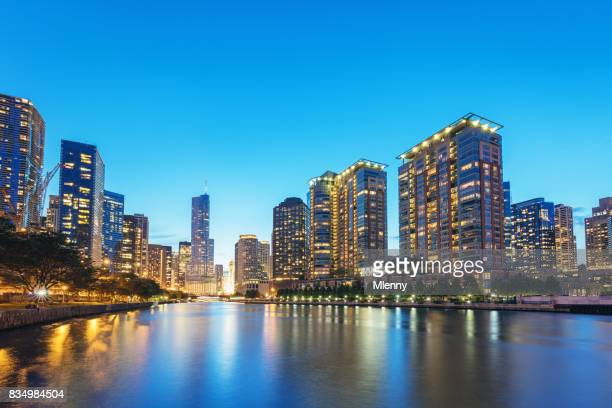 chicago cityscape at dusk - chicago river stock pictures, royalty-free photos & images