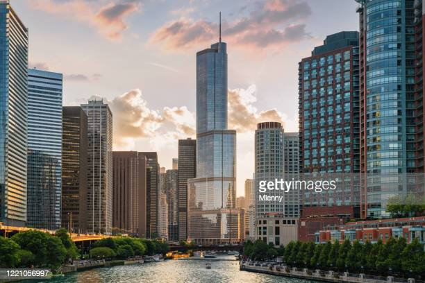 chicago cityscape colorful sunset chicago river illinois usa - tourboat stock pictures, royalty-free photos & images
