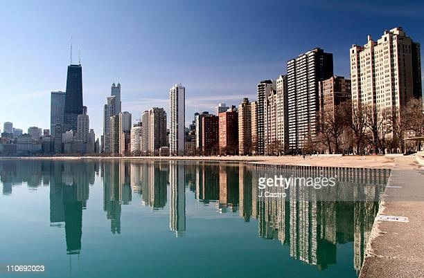 chicago cityscape reflection - waterfront stock pictures, royalty-free photos & images