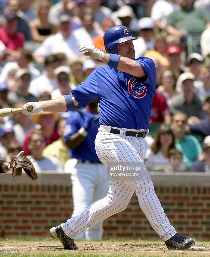 Chicago Cubs infielder Matt Stairs hits a single to right field to drive in teammate Miguel Cairo against the New York Mets in the first inning 26 June 2001 at Wrigley Field in Chicago, IL. AFP PHOTO/Tannen MAURY