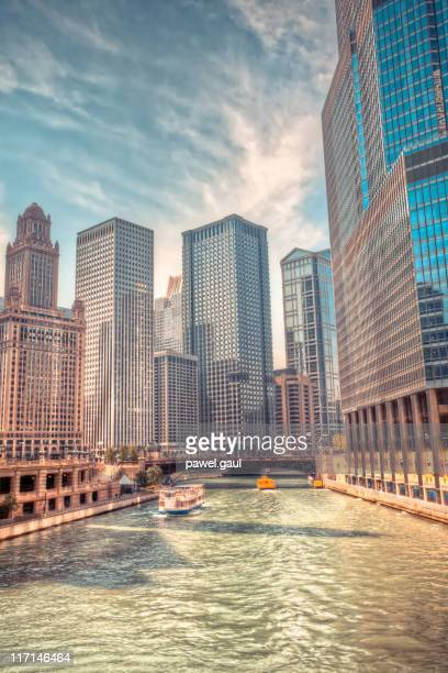chicago downtown - chicago river stock pictures, royalty-free photos & images