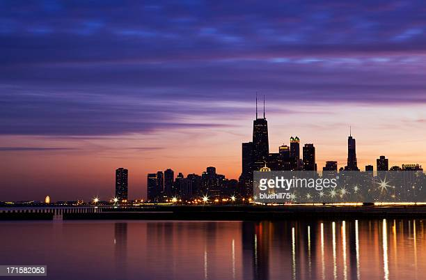 chicago downtown skyline - chicago river stock pictures, royalty-free photos & images