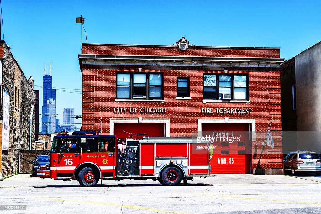 Caminhão de Bombeiros de Chicago e Firehouse : Foto de stock