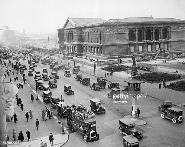 Chicago, IL: Chicago auto traffic in the early 1920's, Michigan Boulevard. Chicago Art Institute at right.