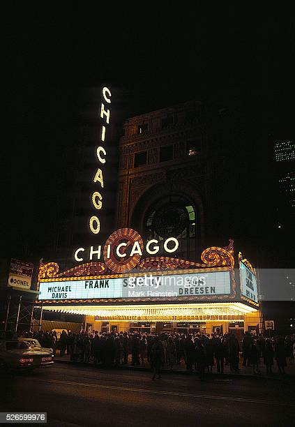 Chicago Illinois 9101986 Frank Sinatra performs at the reopening of the historic Chicago theater The theater reopened September 10 with a performance...