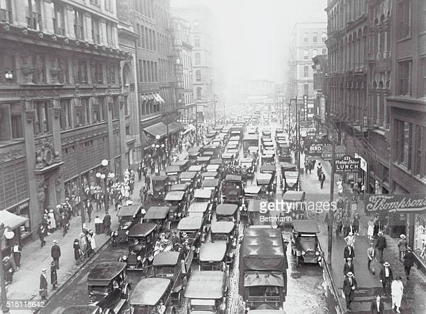 Scenes In Chicago During Street Car And Elevated Strike This photograph looking east in Madison Street gives an idea of the automobile traffic said...